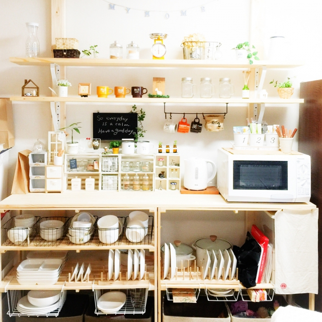 スッキリ使いやすい☆スペースを生かしてつくるディアウォール食器棚 by mioさん | RoomClipMag | 暮らしとインテリアのwebマガジン