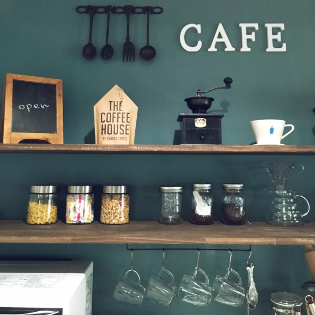 Kitchen,coffee,見せる収納,ガラスキャニスター,seria,カフェコーナー,マカロニ,SUMIDA COFFEE,シリアル入れ,キッチン模様替え,セリアのアイアンバー,いいね&フォローありがとうございます♡,カップ収納のインテリア実例 | RoomClip (ルームクリップ)