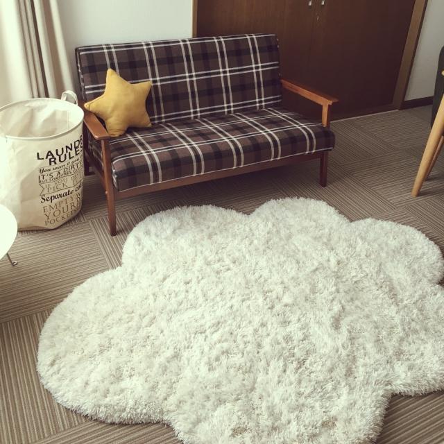 お部屋の印象はこれで決まる♡リビングのカーペット&ラグ