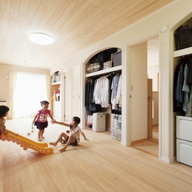 女性で、4LDK、家族住まいの北欧/シンプルモダン/よいこが育つ間取り/ホタテ漆喰/ナチュラルフレンチ/もみの木の家…などについてのインテリア実例を紹介。