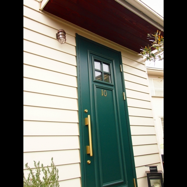 女性で、4LDK、家族住まいの海外風インテリア/マリンランプ/アメリカン/玄関/入り口についてのインテリア実例を紹介。