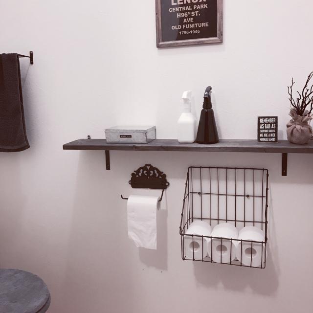 手が届く安心感♡みんなに優しい、トイレの見せる収納実例