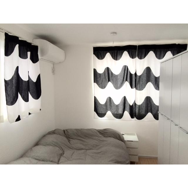 の無印良品/ベッド周り/マリメッコのカーテン/無印ベッドについてのインテリア実例を紹介。