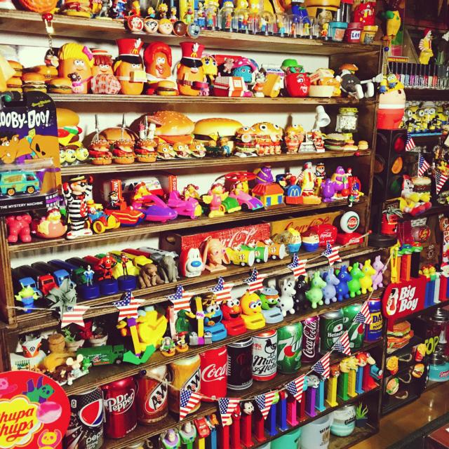 キャラクターや雑貨がいっぱい☆ポップでカラフルなお部屋