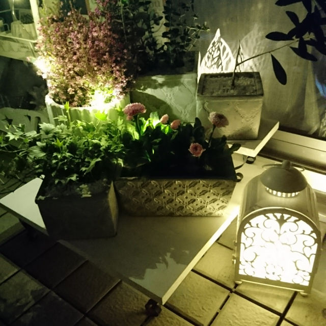 揺らぐ灯りが物語を奏でる♡情感あふれるIKEAのランタン