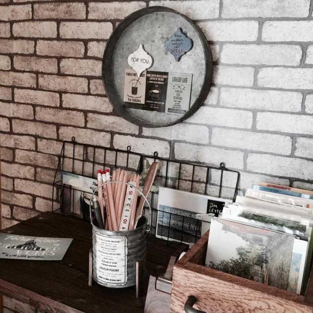 On Walls,レンガ,DIY棚,木の家,男前,柳さんのラベル,コラベルタイル,文房具収納,tetraさんのポストカード♪,gworksさん木箱✨,aresanちゃんリメ缶✨のインテリア実例 | RoomClip (ルームクリップ)