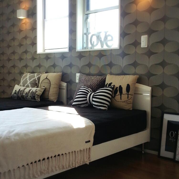 雑誌の切り抜き!?完璧なモノトーン部屋を紹介します! | RoomClip mag | 暮らしとインテリアのwebマガジン