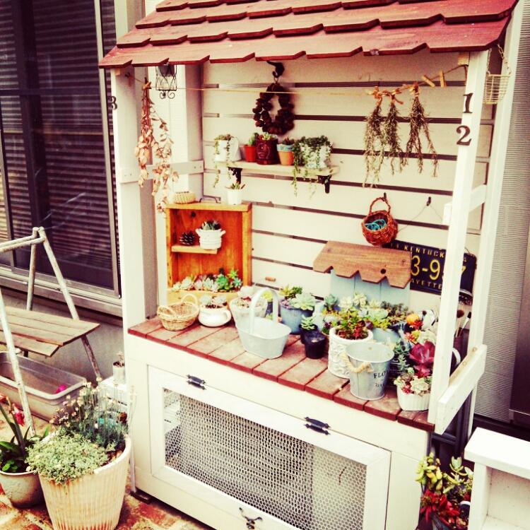 女性で、、家族住まいの庭/多肉/多肉棚/DIY/室外機カバーDIY/玄関/入り口…などについてのインテリア実例を紹介。