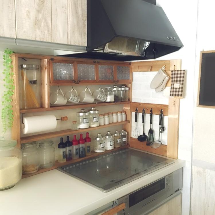 女性で、4LDK、家族住まいの100均/DIY/手作り/スパイスラック DIY/スパイス収納/キッチン収納…などについてのインテリア実例を紹介。