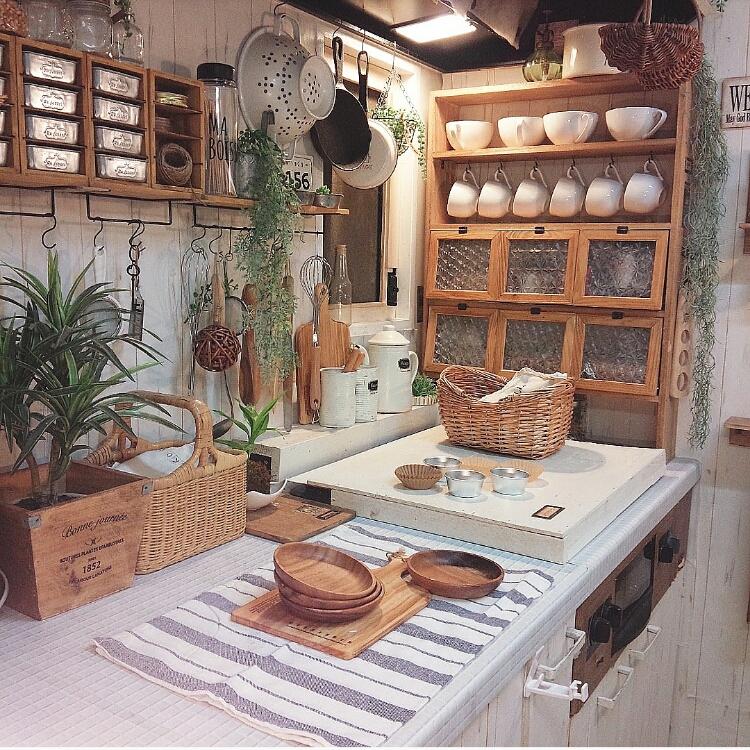 女性で、3DK、家族住まいの食器/スリコ/フォトフレーム/Instagram→makomi/ナチュラルキッチン…などについてのインテリア実例を紹介。