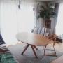 Lounge/観葉植物/ソファー/IKEA/植物/モビール/green/100均/DIY/ダイニングテーブル/セリア/ペンダントライト/キッズチェア/カインズ/海外インテリアに憧れる/NO GREEN NO LIFE/子供と暮らす。/杉の床/フェニックスロベレニー/ビーチタオル/やしの木/GREENのある暮らし/植中毒/エフォートレス・スタイルに関連する部屋のインテリア実例