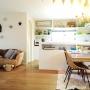 Kitchen/観葉植物/ソファー/照明/アンティーク/シャンデリア/エアコン/ガーランド/IDEE/ノットアンティークス/ペットとの暮らしに関連する部屋のインテリア実例