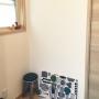 Entrance/置物/椅子/マリメッコ/鳥/小窓/リサラーソン/リサ・ラーソン/玄関入ってすぐ/マリメッコ ファブリックパネル/リサラーソン猫に関連する部屋のインテリア実例