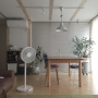 Lounge/観葉植物/ソファー/無印良品/IKEA/扇風機/ブラインド/ウニコ/無印良品の家/DIY棚に関連する部屋のインテリア実例