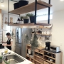 Kitchen/観葉植物/無印良品/ナチュラル/ドライフラワー/一軒家/吊り棚/造作家具/無垢材/ラタンカゴ/インスタグラム/marusho homeに関連する部屋のインテリア実例