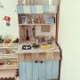 Lounge/ダイソー/IKEA/ハンドメイド/DIY/セリア/おままごとキッチン/スタバ風/リメイクシート/リメイクペイント/段ボールキッチン/100均 /子供と暮らす/細部が雑/100均おもちゃに関連する部屋のインテリア実例