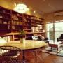 Lounge/本棚/イームズ/リビング/カリモク60/ルイスポールセン/イームズチェア/ヘリンボーンの床/カリモクソファー/ライブラリー空間に関連する部屋のインテリア実例