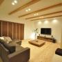 照明/スピーカー/BOSE/広松木工/自然素材/壁掛けTV/60インチTV/杉の床/広松木工TVボード/広松木工ローテーブルに関連する部屋のインテリア実例