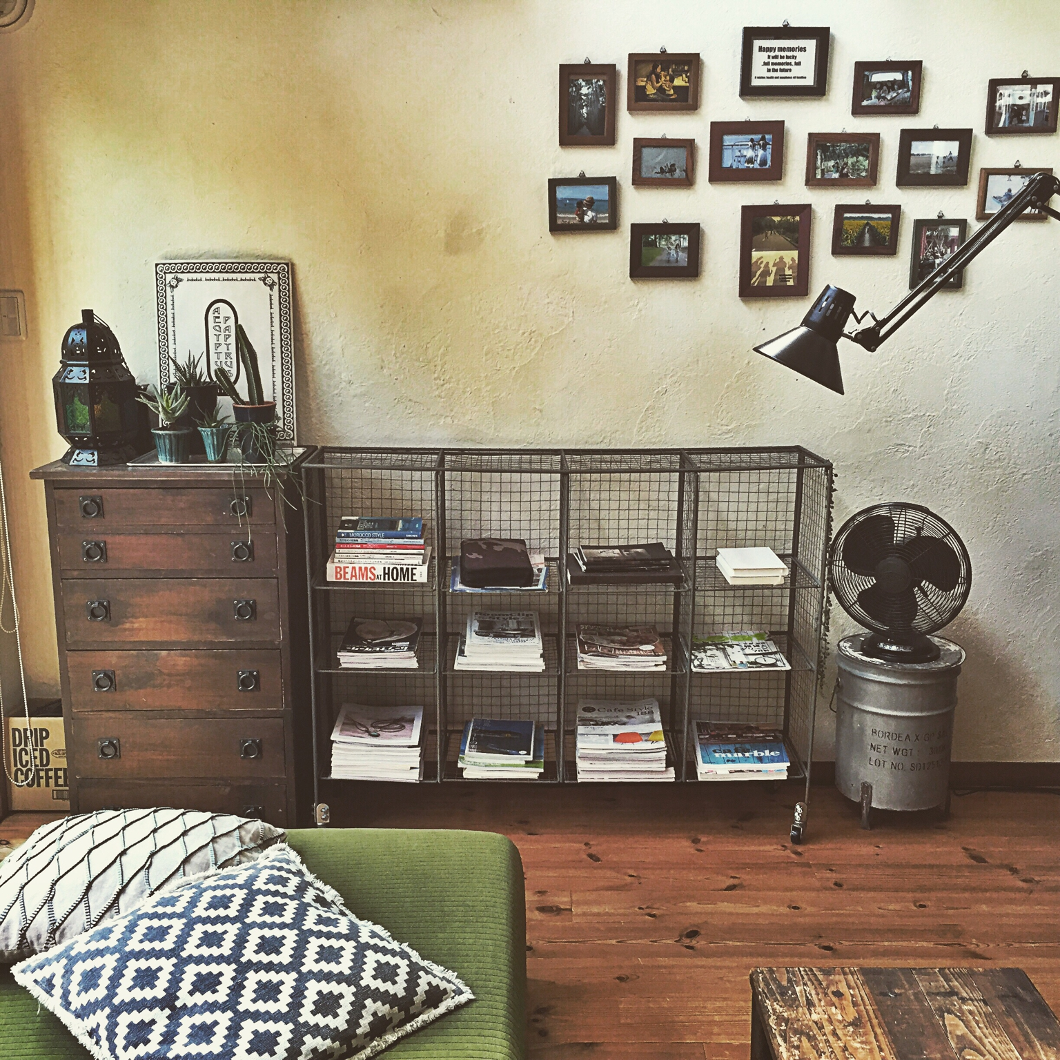 かさばる雑誌をスッキリ収納したい!アイディアをご紹介♪ | RoomClip mag | 暮らしとインテリアのwebマガジン
