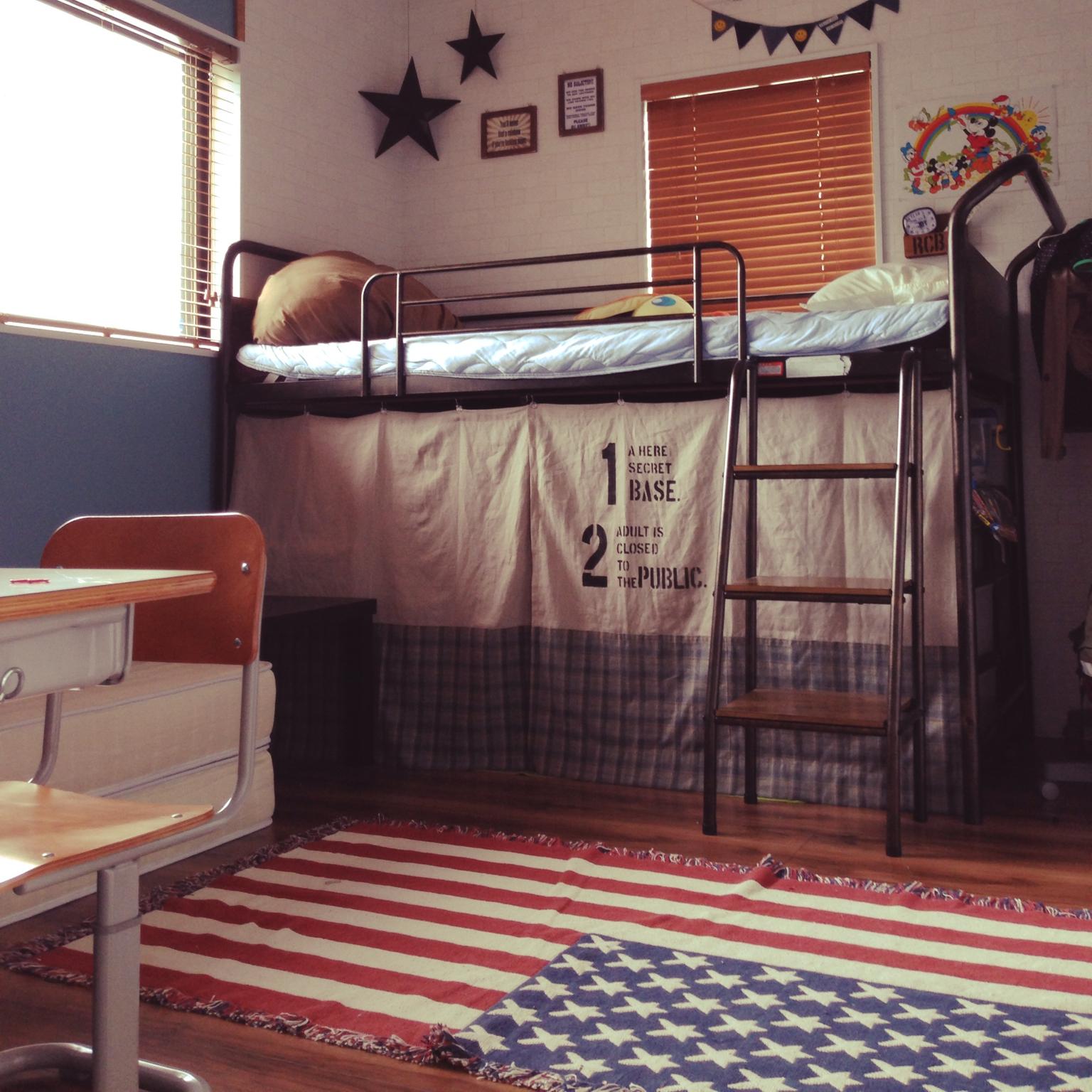 部屋全体 ブルーのペンキ レンガ壁紙 ステンシル ハイベッド などの