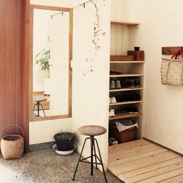 靴屋さんやショップがお手本【玄関オープン収納アイデア】 | RoomClip mag | 暮らしとインテリアのwebマガジン