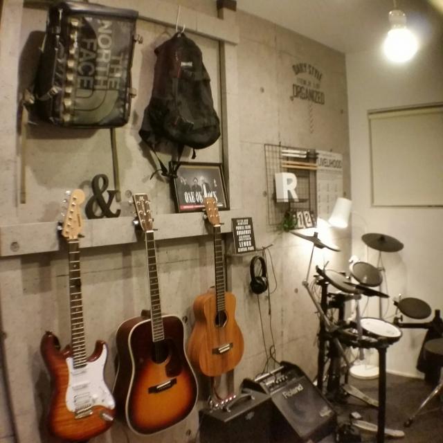 聴いたり・弾いたり・眺めたり♪こだわりの音楽部屋探訪 | RoomClip mag | 暮らしとインテリアのwebマガジン
