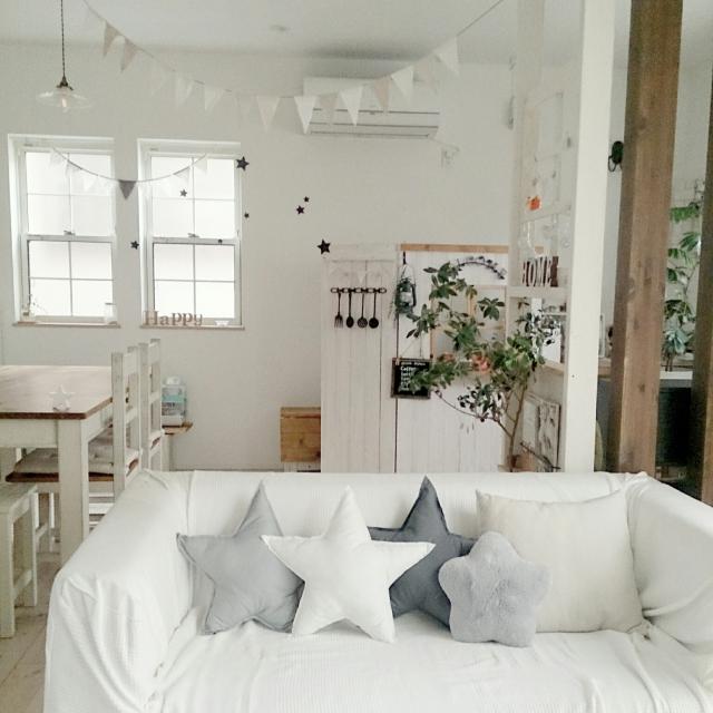 カフェ風リビングにピッタリのクッション使い | RoomClip mag | 暮らしとインテリアのwebマガジン