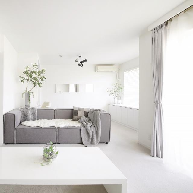 すっきり&ゆったり♪ホワイト&グレーのシンプルリビング | RoomClip mag | 暮らしとインテリアのwebマガジン
