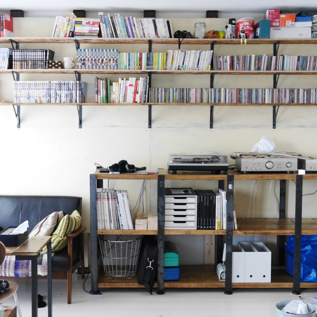 囲まれる幸せ。本好きさんのための本棚のあるお部屋10選 | RoomClip mag | 暮らしとインテリアのwebマガジン