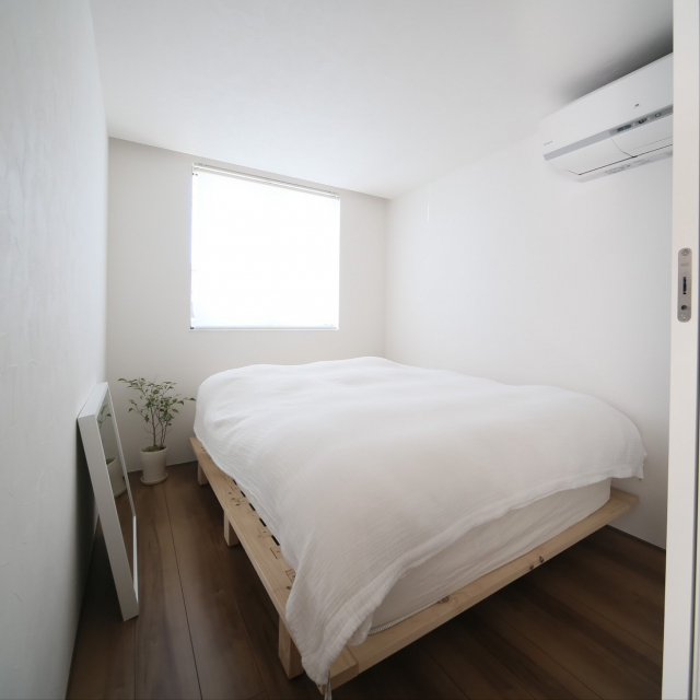 眠りの時間は大事にしたい♡ミニマルな寝室コーディネート