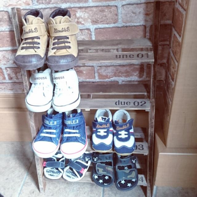 ひとりで靴のお片付けができる☆子どもの靴置きをDIYしよう | RoomClip mag | 暮らしとインテリアのwebマガジン