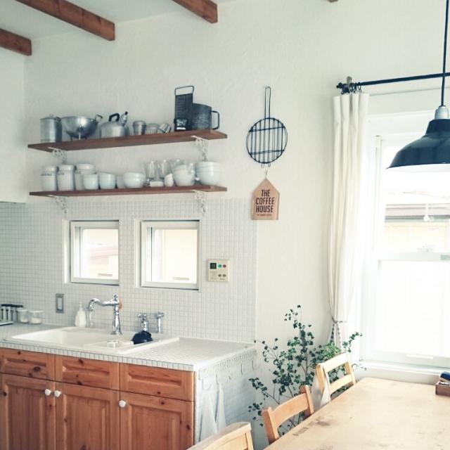 真っ白なキッチンにグリーン