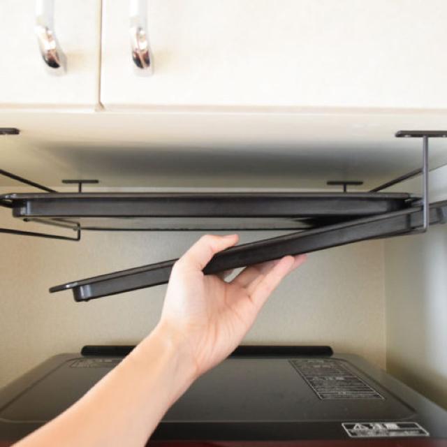 便利グッズを使い分け!かさばるキッチンアイテムの収納法