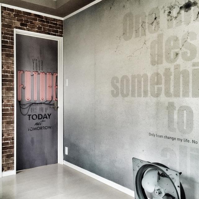 壁紙とドアシートで世界観を作りこむ