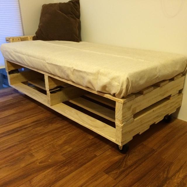 話題の「木製パレット」をリメイクして家具を作ってみよう! Roomclip Mag 暮らしとインテリアの