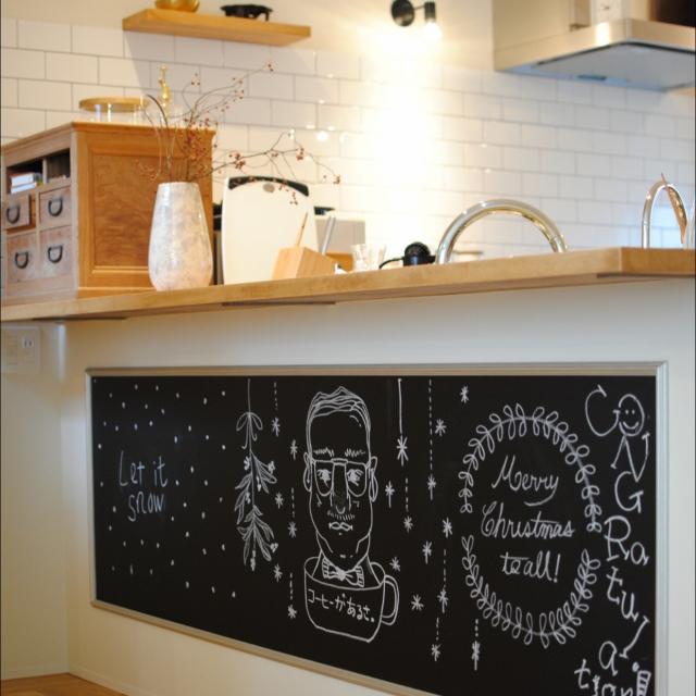 カウンター下に大きい黒板を作ってみる