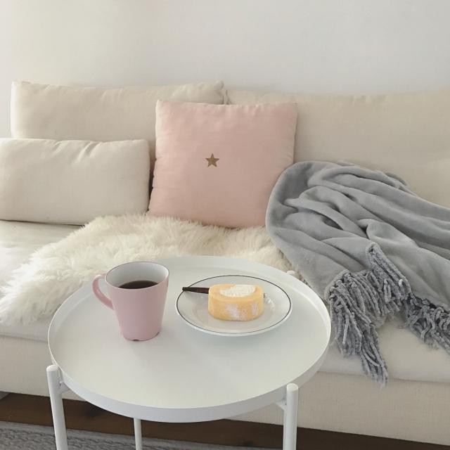 モノトーンに淡いカラーを足し算♡やわらかい大人部屋 | RoomClip mag | 暮らしとインテリアのwebマガジン