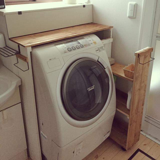 洗濯機を囲む