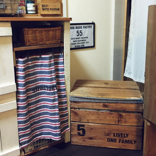 大きな木箱もステンシル効果で圧迫感なし