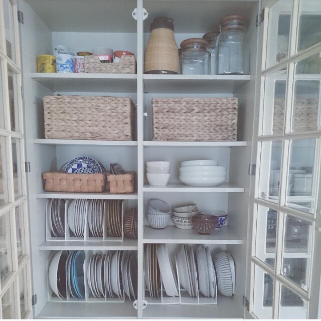 たくさん置いてもすっきり!食器棚の食器収納のコツ | RoomClip mag | 暮らしとインテリアのwebマガジン