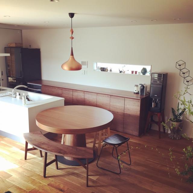 あなたのお家にはある?ほっとする丸テーブル | RoomClip mag | 暮らしとインテリアのwebマガジン