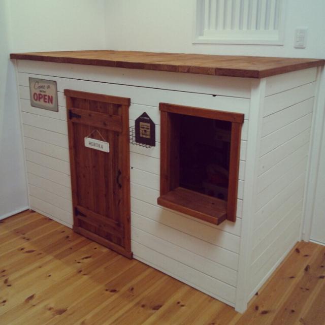 しっかりとした屋根付きの本格的な小屋