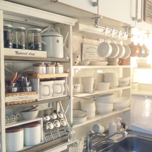 真っ白な食器を集めて