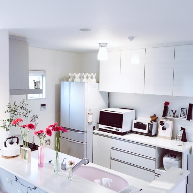清潔感のあふれる、憧れの白いキッチンにするためのヒント | RoomClip mag | 暮らしとインテリアのwebマガジン