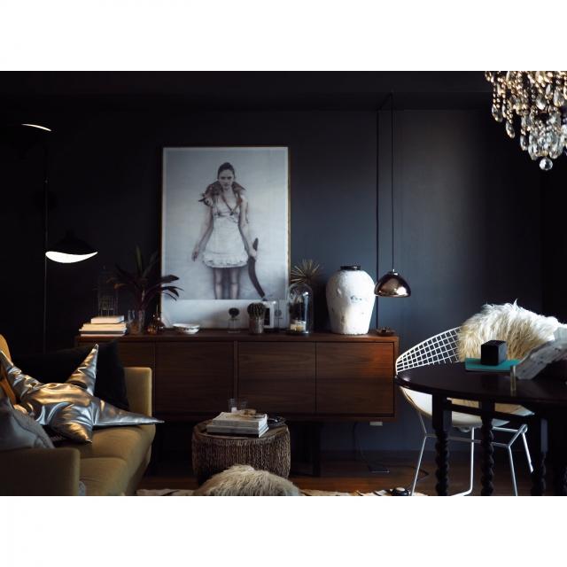 流行インテリアのキーになる色はこれ!! 黒が似合うおうち | RoomClip mag | 暮らしとインテリアのwebマガジン