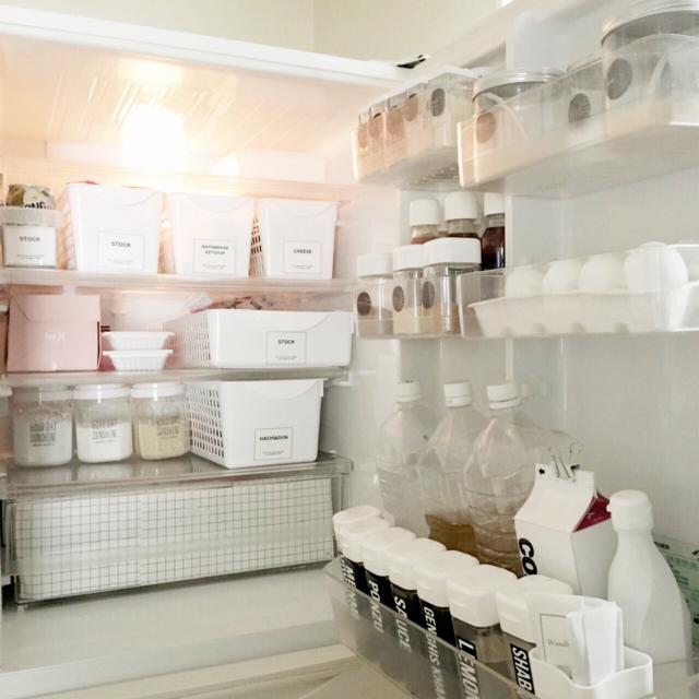 プラスチックケースを使って、すっきり冷蔵庫収納 | RoomClip mag | 暮らしとインテリアのwebマガジン