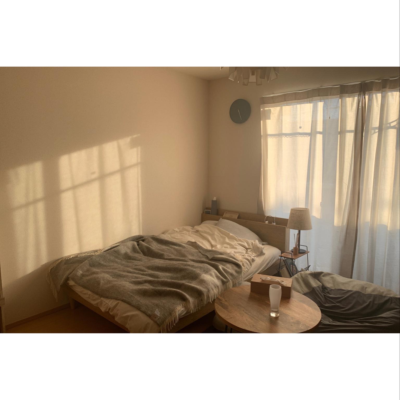 ローテーブル/サイドテーブル/壁掛け時計/ベッドルーム/間接照明...などのインテリア実例 - 2021-04-22 22:45:37