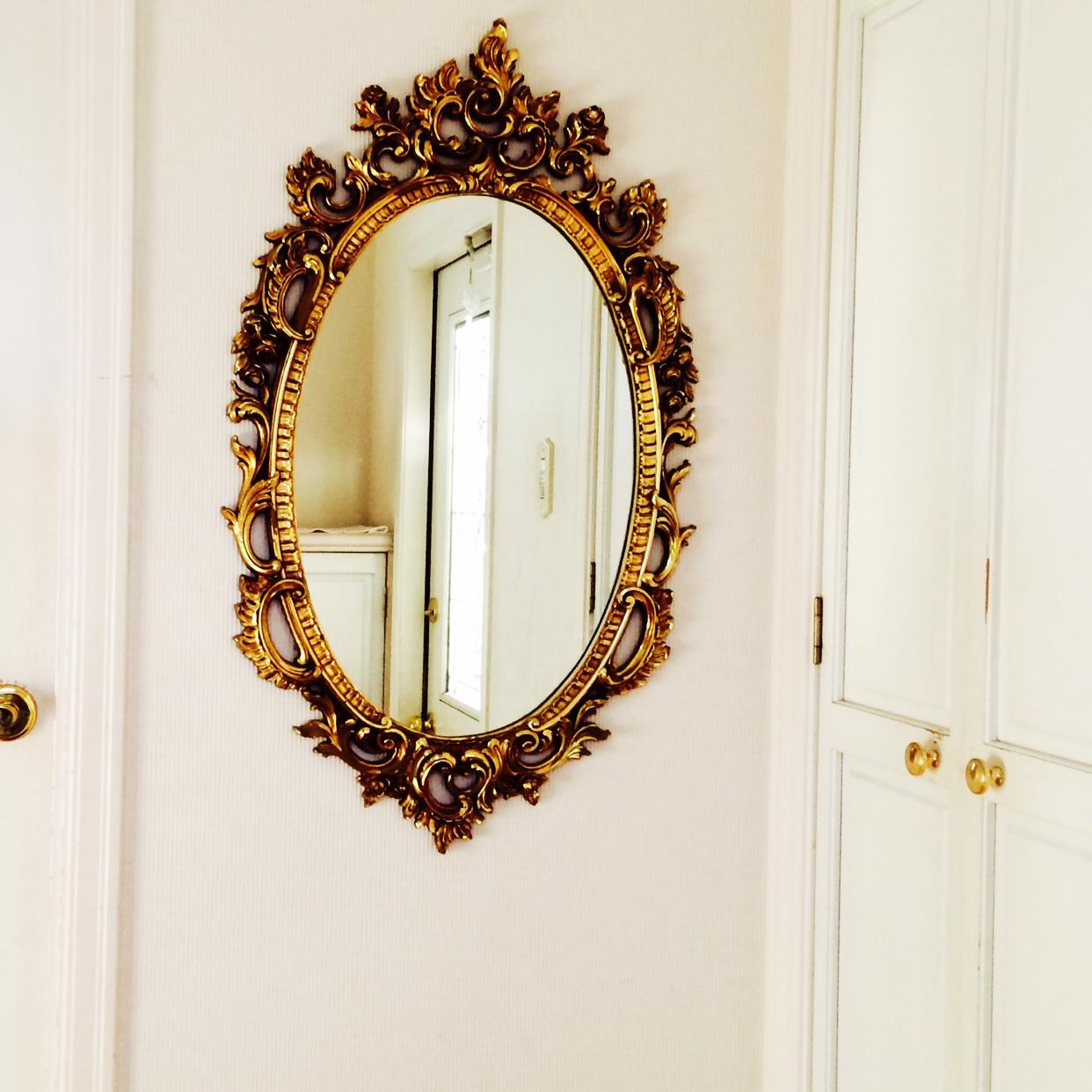 玄関の鏡がラッキーアイテムになる方法