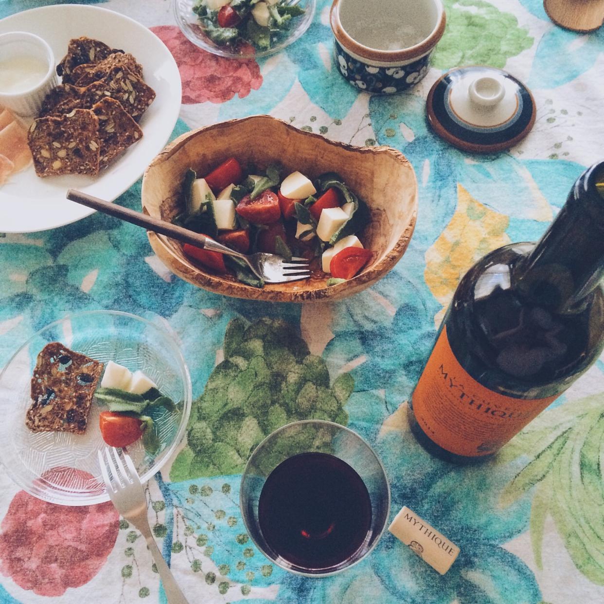 ラ・キュベ・ミティークの食卓風景