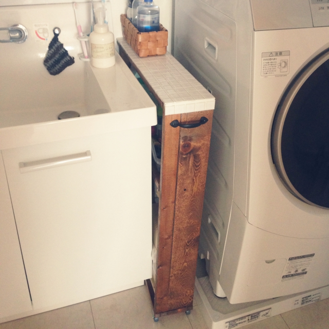 洗面台の横